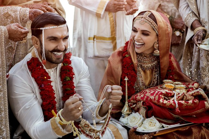 Bollywood  - Page 3 DsDRA1bX4AAmnWw