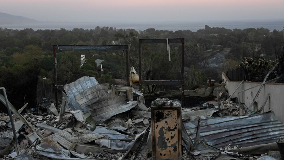SoCal's #WoolseyFire: 500+ structures destroyed, 57 percent contained https://t.co/DS8ggDJ8w0 https://t.co/G37wziWfHq