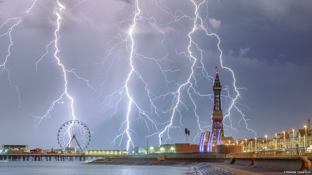 British snapper's shot of lighting over Blackpool wins Weather Photographer of The Year ��️  https://t.co/hkzrFIsf0F https://t.co/lj3Hl5rBQH