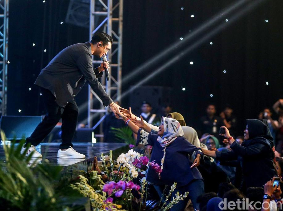 Sempat Gugup, Afgan Ketagihan Jadi Pembicara di Innocreativation https://t.co/fAMpC2slQr via @detikhot https://t.co/zeSKKjwml0