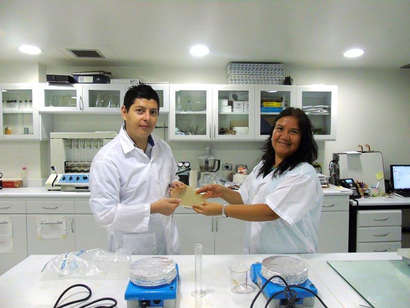 Investigadores caleños ganaron InnovActiva Reddi con bioplástico de frutas