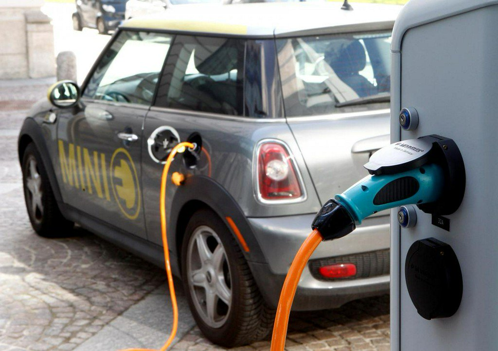 Silicon eyed as way to boost electric car battery potential https://reut.rs/2PwT0xk