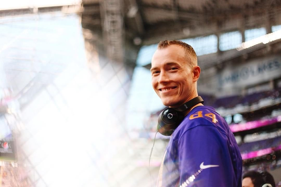 A big ol' happy birthday and a virtual #Skol clap to @djskee from all your friends at @FandomSportsCo https://t.co/rVE07GZtJT
