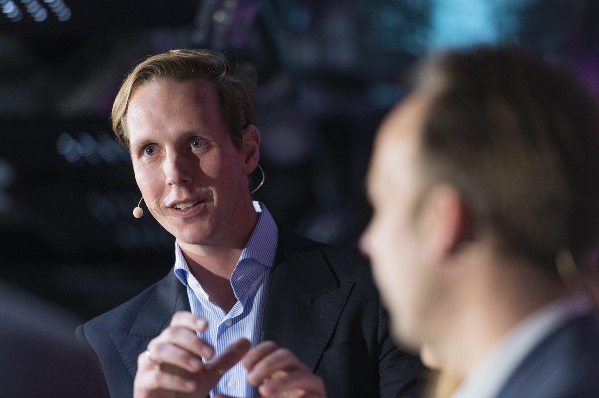 Wie transformiert man einen Konzern in die digitale Zeit? Es war ein spannender Abend des @handelsblatt Wirtschaftsclubs und eine tolle Diskussion mit Sabine Scheunert Digitalexpertin von @Daimler, Markus Pertlwieser, CDO der @DeutscheBank und Johannes Rath, CDO der Signal Iduna