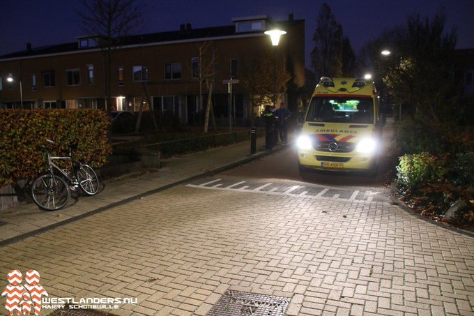 Fietsster over de kop geslagen https://t.co/b19YmsxlrP https://t.co/ctPGQQqiii