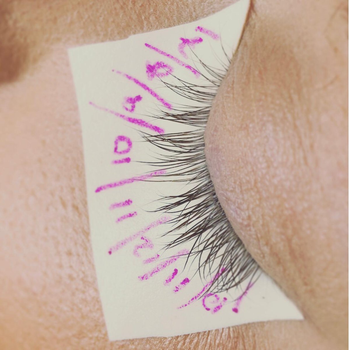 Lash Mapping allows you to determine what length of extension you should use in which part of the lash line  #lashmapping #lashes #beautypic.twitter.com/XiMe3YI0J8