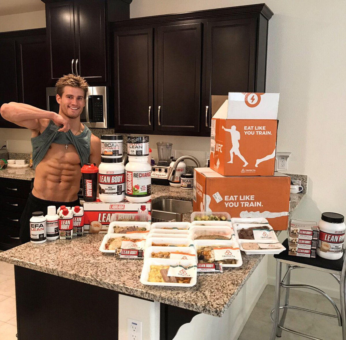 Just want to say thanks to my sponsors @Labrada_NTRN and @TrifectaSystem for keeping me strong and healthy!