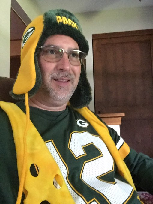 @ukpackers Staying up stateside so not too late. No predictions just cheering for a Packer win! #GOPACKGO Foto