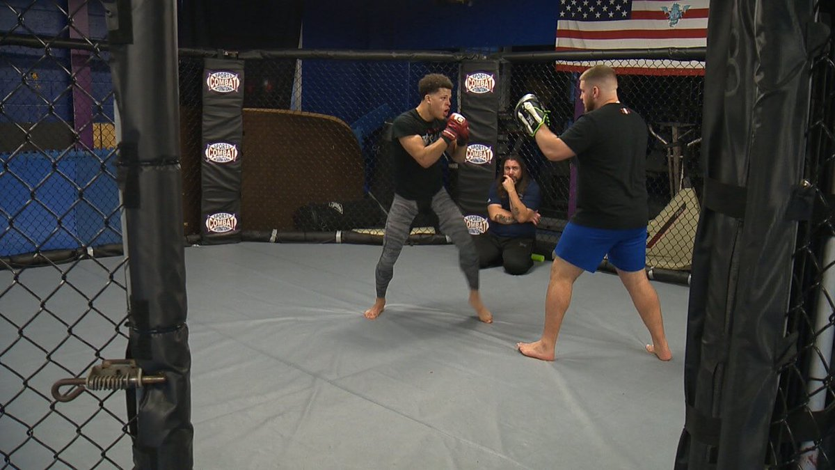 An MMA fighter from #Waterbury made it look easy when he set a @BellatorMMA record last month.   On #News8 at 10pm &amp; 11pm, you'll meet @kimbelmike  #WTNH<br>http://pic.twitter.com/THSE2DfBoV