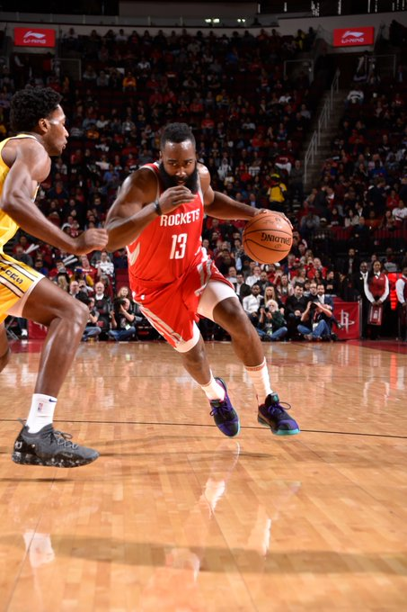 🏀 FINAL SCORE THREAD 🏀 The @HoustonRockets go on a 21-0 burst in the 4th to pull away and defeat GSW! #Rockets 107 #DubNation 86 James Harden: 27 PTS James Ennis III: 19 PTS Eric Gordon: 17 PTS Chris Paul: 10 PTS, 7 AST, 5 REB Photo