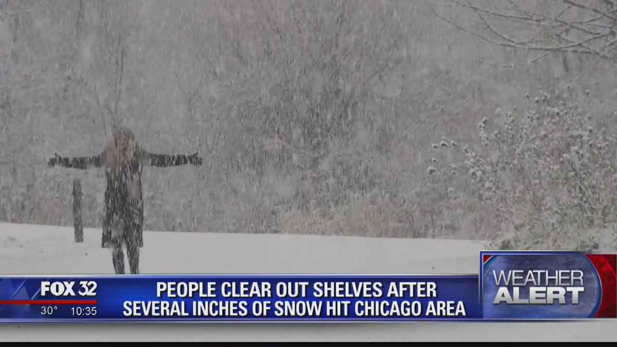 Snow hits Chicago area https://t.co/Mn41ndJsLk @RaferWeigel reports