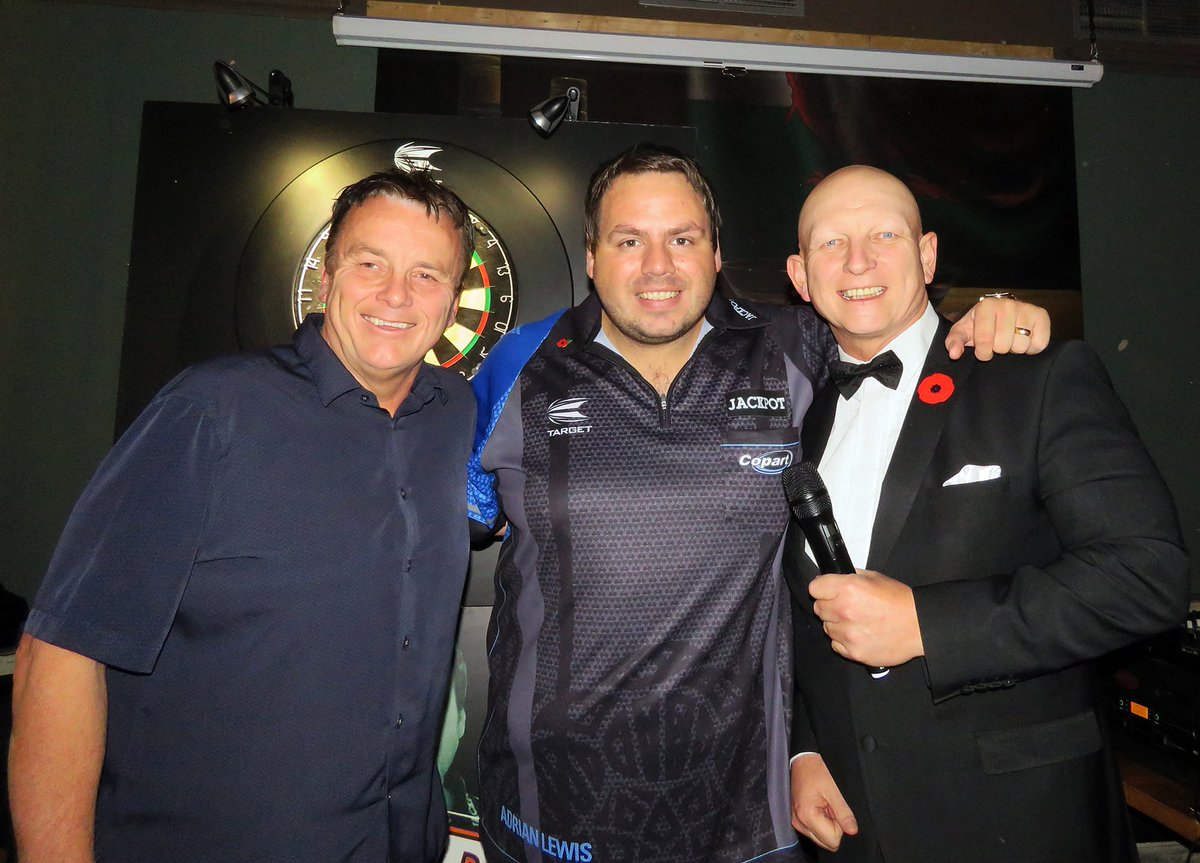 More pictures from brilliant our darts event! Thanks again to @jackpot180 and @KDeller138 for making this night so special for our guests! 🎯