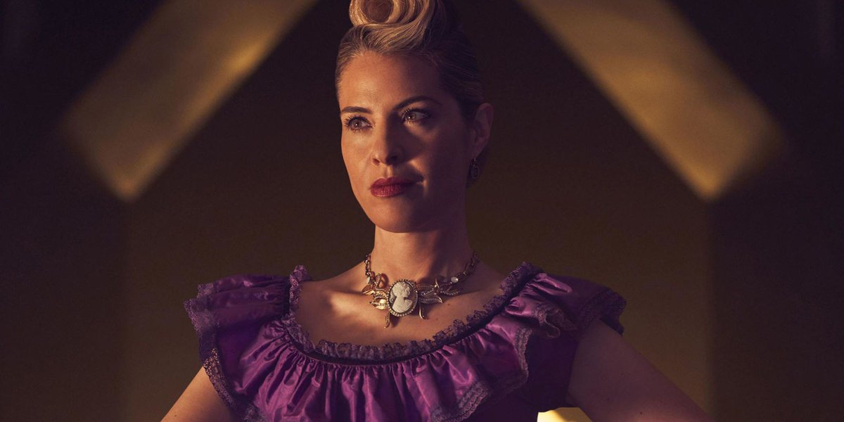American Horror Story star reveals scene cut from season finale:  https://t.co/fst44eXvKs  #AHSApocalypse