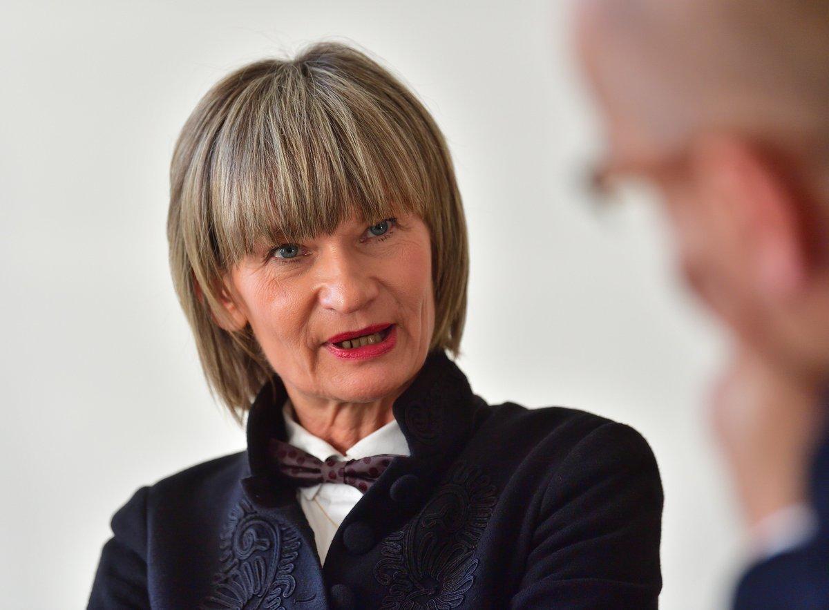 Der #Merkel-Besuch in #Chemnitz kommt zu spät, sagt Oberbürgermeisterin Barbara Ludwig. Das große LVZ-Interview: https://t.co/OViOnx5MBl