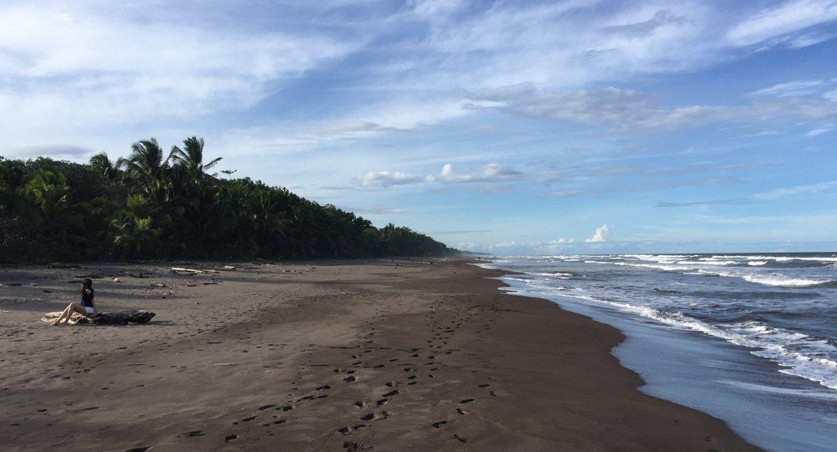 Notsoadventurousadventures On Twitter The Black Sand Beach On The