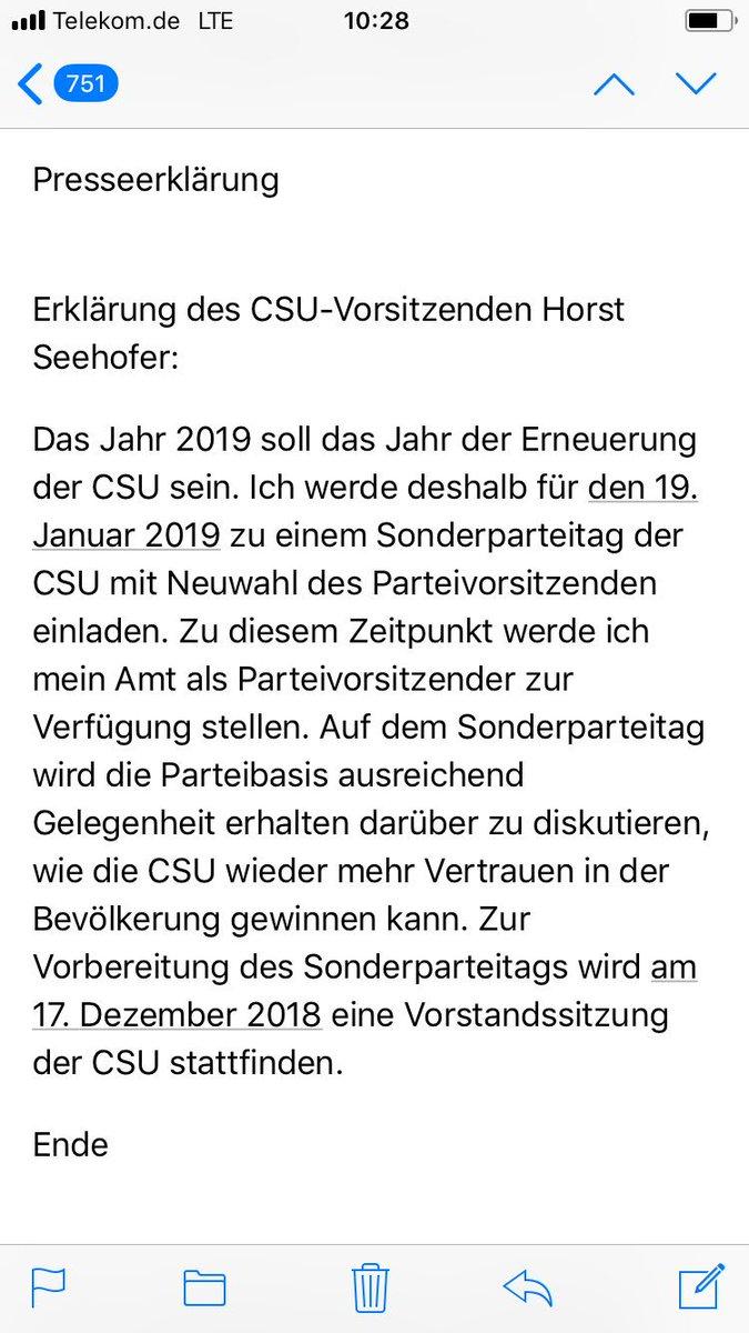 Horst Seehofer stellt sein Amt als CSU-Chef zur Verfügung, Parteitag am 19. Januar soll Nachfolger wählen, kein Wort zur Zukunft als Bundesinnenminister