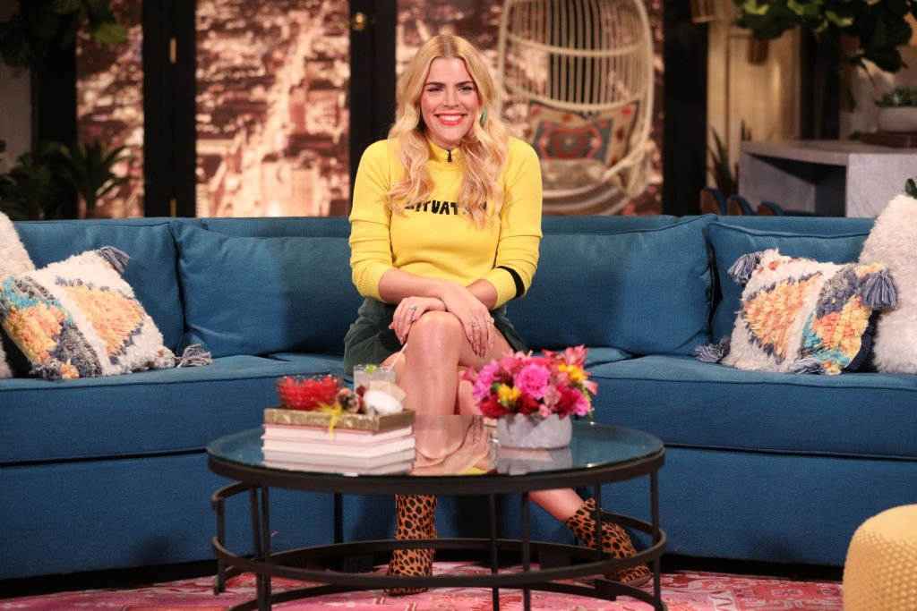 🤩 ON AIR NOW! 🤩  Are you looking for some new TV? She's an actress, comedian and now the host of @EOnlineAU's @BusyTonightTV! 💜  The lovely @Busyphilipps25 is hanging out wit@Smallzyh  as we speak 🙌🙌🙌  Tuuune in > >     https://t.co/UESIJsbYcK#SmallzysSurgery