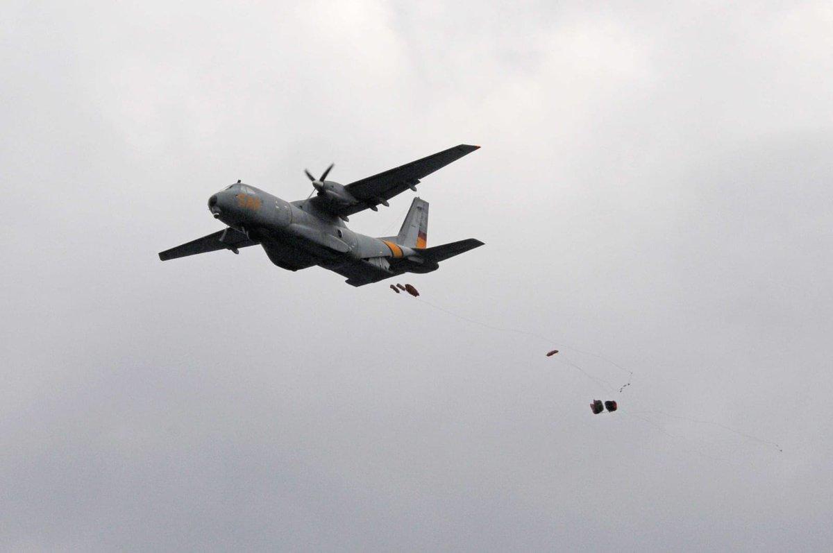 Prácticas de lanzamientos de cadenas de balsas para rescates #SAR en la bahía de #Pollensa #Mallorca con #Ala49 y aviones #CN235 #VIGMA @AirbusDefence del #Ala48 y #P3 #Orion del #Ala11