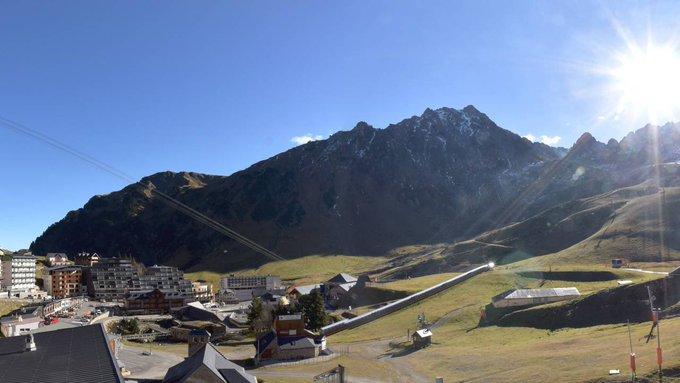 Grand ☀️☀️🙌secteur #picdumidi #grandtourmalet #pyrenees 📷 @gdtourmaletski et @PicduMidi