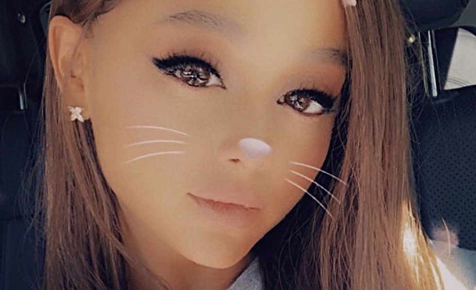 Ariana Grande just cut off her ponytail and she's glowing >>> https://t.co/zA44KbK3Yk https://t.co/C1dtq27HuQ