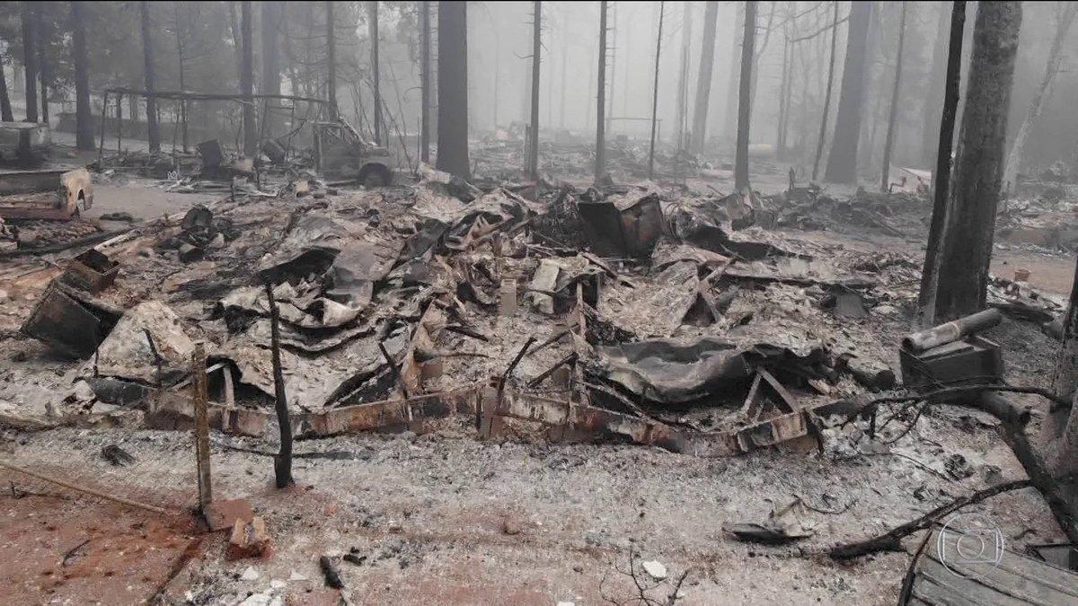 Aumenta o número de desaparecidos em incêndio na Califórnia. Equipes de resgate procuram por mais de 600 pessoas nos escombros de milhares de casas destruídas pelo fogo: https://t.co/VLgjFsWlPk #BomDiaBrasil