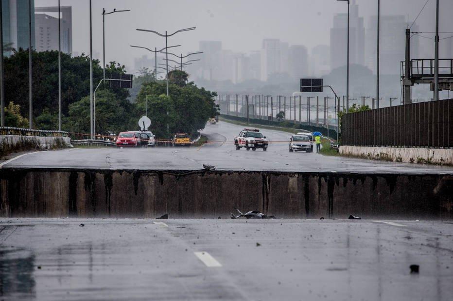 Viaduto que cedeu na zona oeste de SP corre risco de desabar, diz secretário https://t.co/LcSzs4SdEM