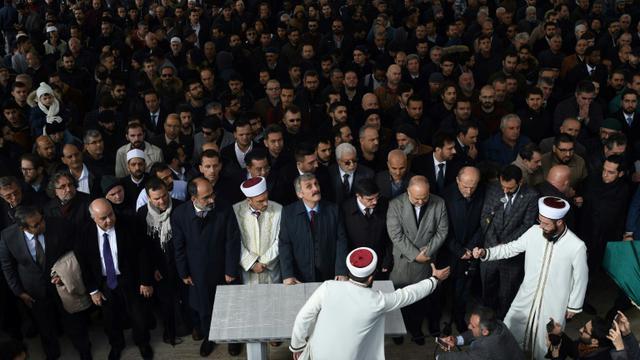 Prière funéraire en hommage à Jamal Khashoggi à Istanbul bit.ly/2QOn3gy