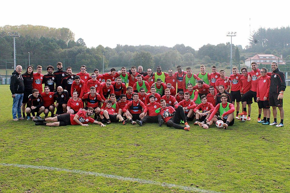 El Dépor Genuine junto a los jugadores del Fabril (Foto: RCD).