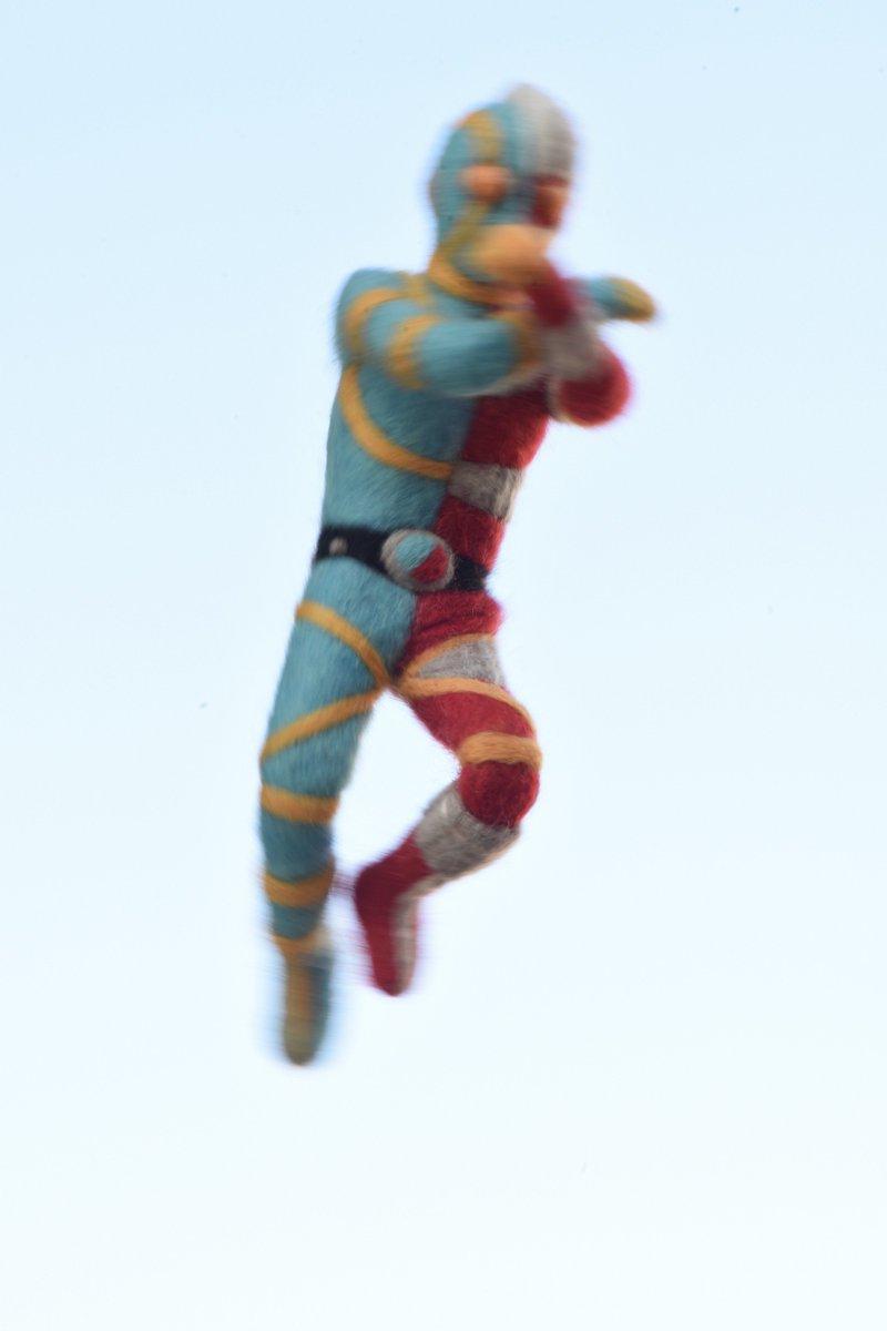 羊毛フェルトで人造人間キカイダーを作りました。中にアルミ線の芯が入っているのでポーズが変えられます。#趣味の手芸
