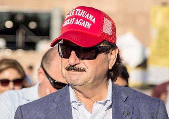 """Con ustedes el alcalde de Tijuana, Juan Manuel Gastélum, capaz de decir """"que me perdonen las organizaciones defensoras de DH, pero los derechos humanos son para humanos derechos"""" ...   #CaravanaMigrante"""
