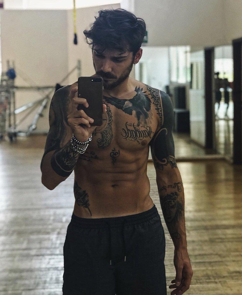 RT @borderzustin: Andrea Cerioli 100% manzo italiano #uominiedonne https://t.co/q9iIksH5S4
