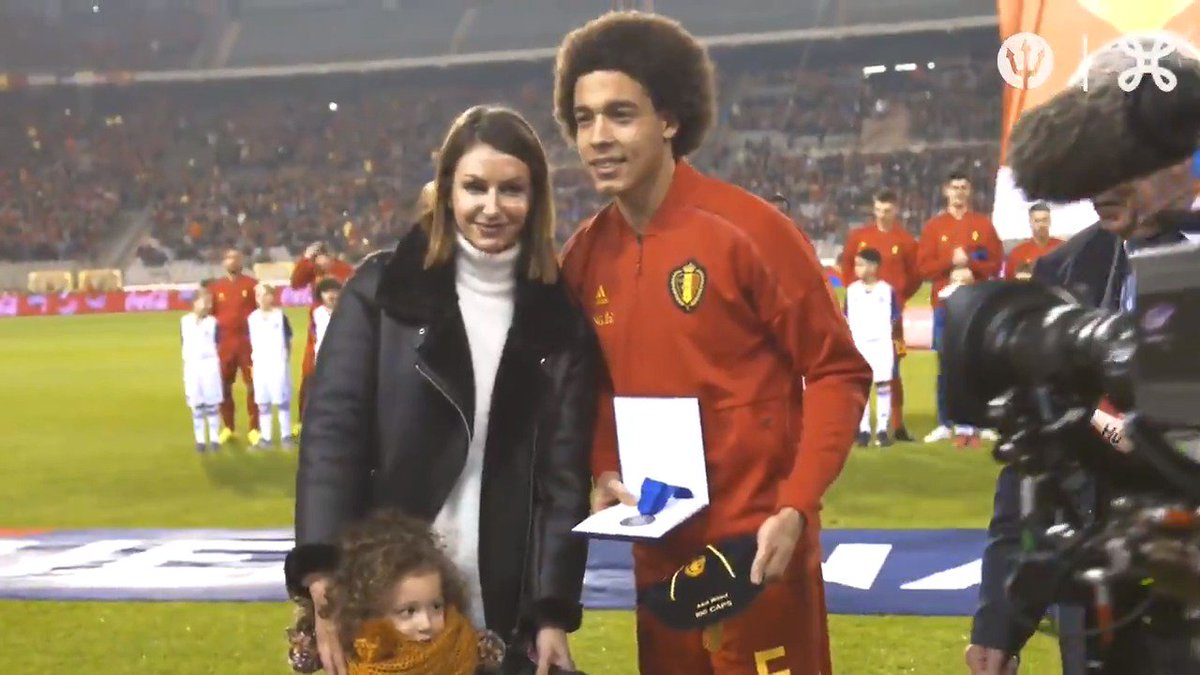 🎬 An unforgettable moment ! 🧢 1⃣0⃣0⃣ @AxelWitsel28 ! 👏  #REDTOGETHER 🇧🇪 #Axel100 https://t.co/x05CPfFXhM
