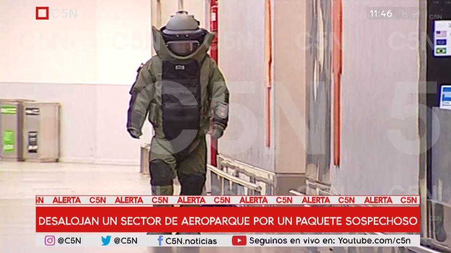 Desalojaron un sector del Aeroparque por un paquete sospechoso: era una bolsa con sábanas que se olvidó un viajero https://t.co/qOU2ffkfJM