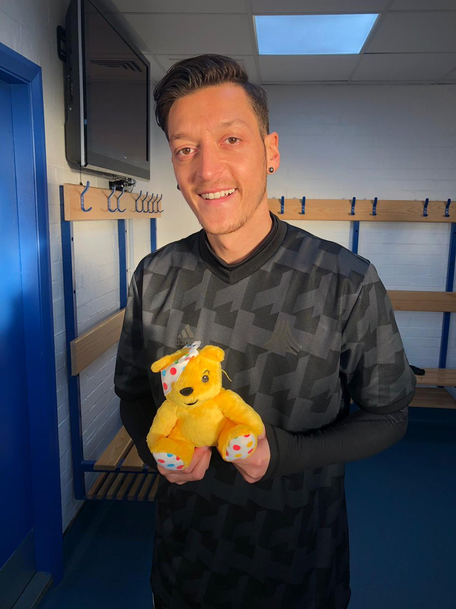 Here&#39;s @Arsenal ace @MesutOzil1088, ready for Appeal Night!   Remember, tune into @BBCOne tonight at 7:30pm for a fundraising extravaganza! #CiN <br>http://pic.twitter.com/JSvwNIvVfC