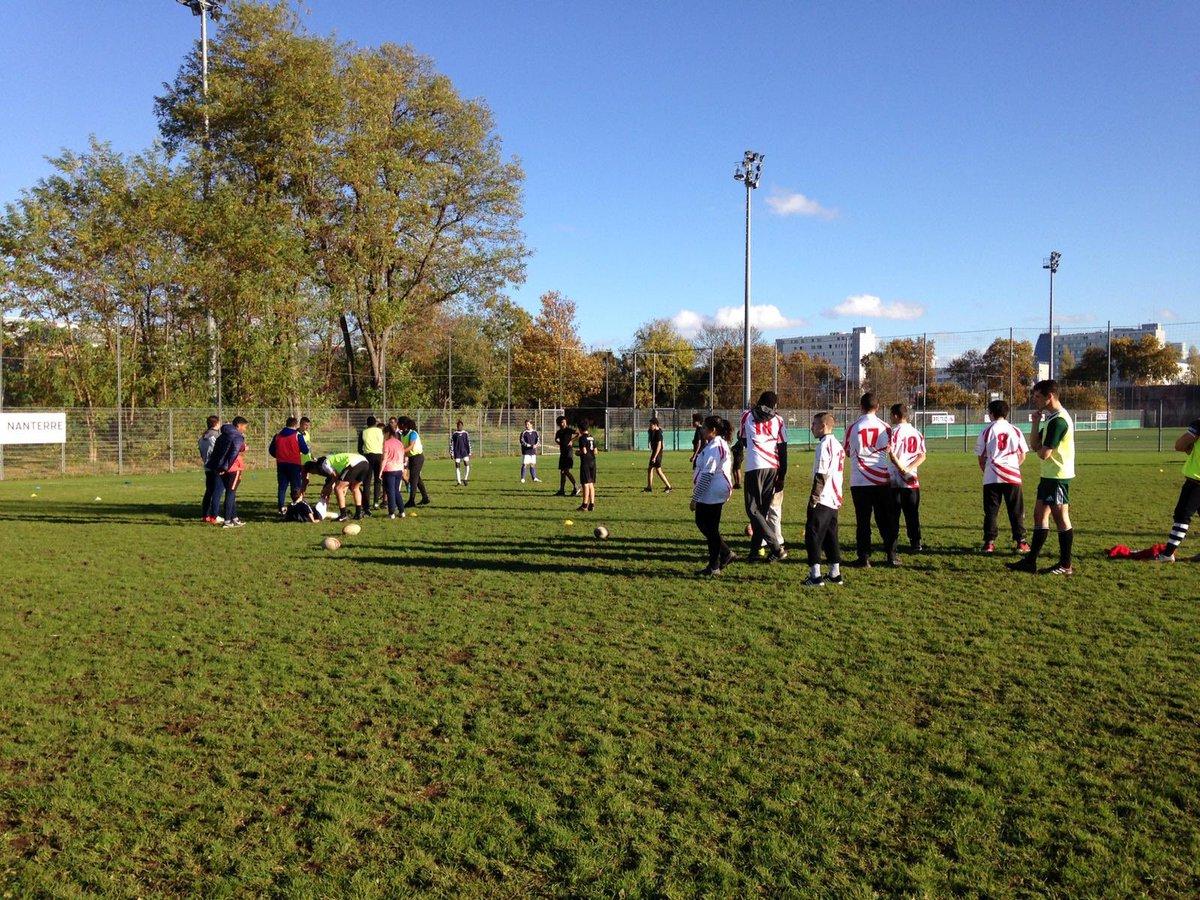 ♂️♀️ Sur les terrains de Nanterre a eu lieu la première journée de rugby de l'Aressif.  Merci aux étudiants de STAPS Nanterre pour l'animation des différents ateliers  https://t.co/LET0DZOoq4