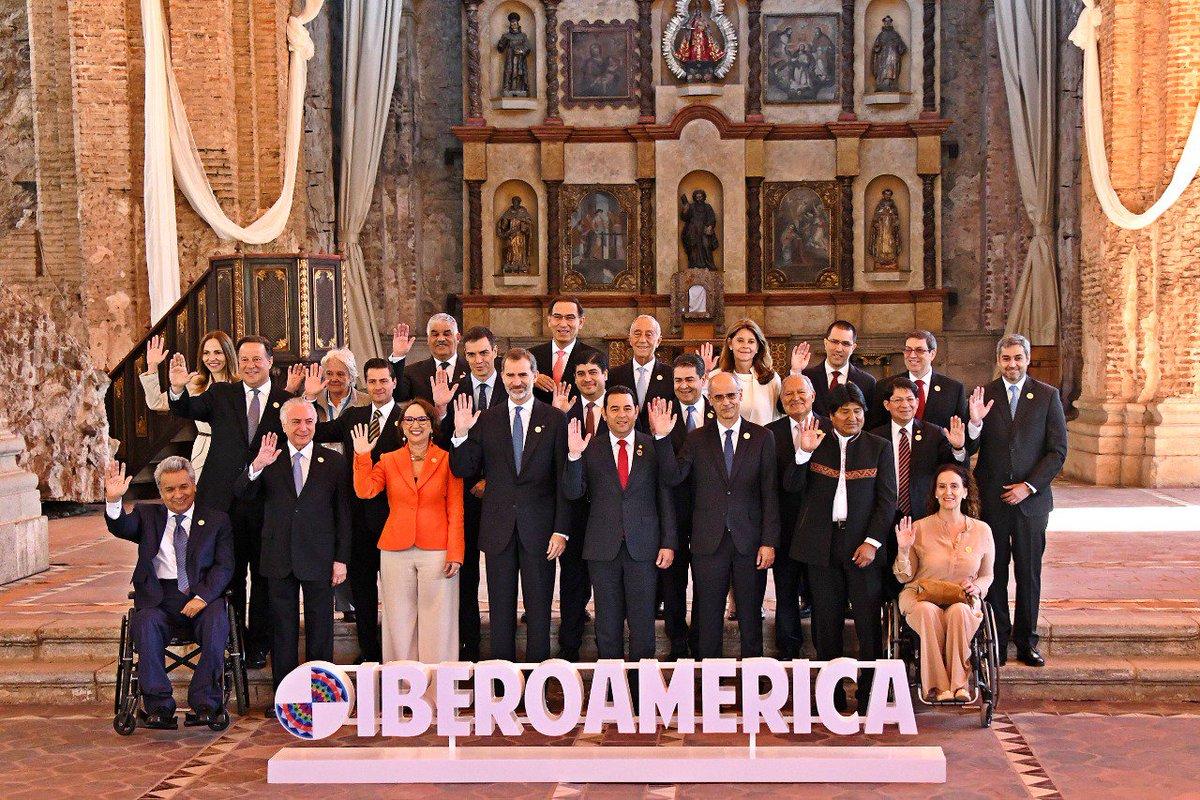 #26CumbreGT   Fotografía oficial de los Presidentes y Jefes de Estado que participan en la XXVI Cumbre Iberoamericana en la ciudad de La Antigua Guatemala.