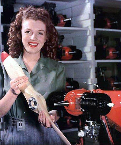 TL — in 1944, Marilyn Monroe was a factory worker who built drones: https://t.co/FjI9Hfxc33 https://t.co/O8ee7W4nna