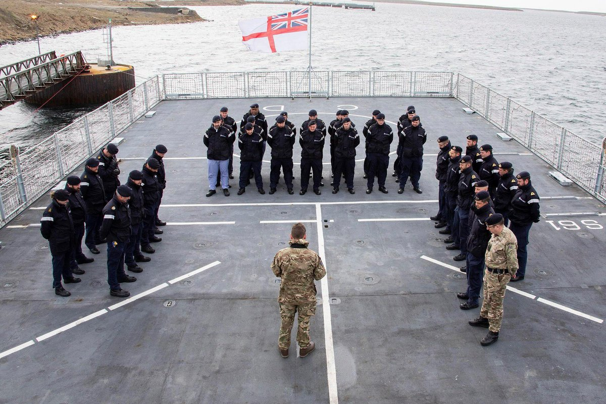 Today, the crew of HMS Clyde (based in the Falklands) paid their respects in an act of remembrance on the anniversary of the loss of the ARA San Juan. HMS Clyde was one of the UK @RoyalNavy assets used in the search.