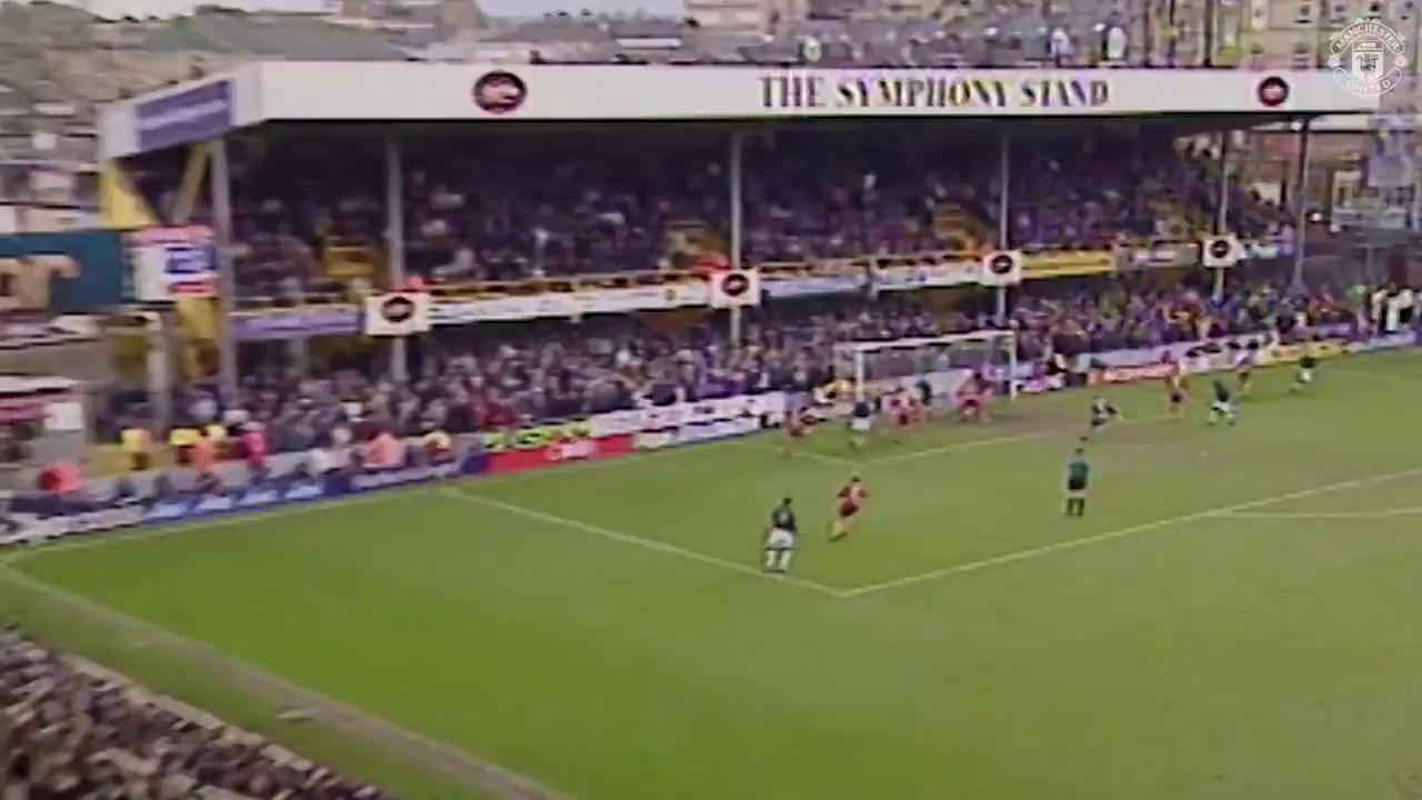 �� Paul Scholes stunners ��  Which of these goals is your favourite? #MUFC https://t.co/nqCuurzAX7
