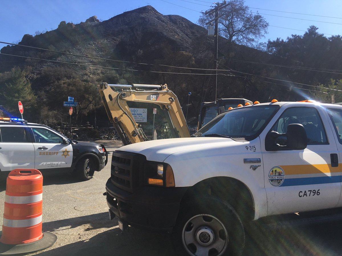 RT @LASDHQ: Restoring Power Underway in #Malibu Safely, Fast, Firm #WoolseyFire #LASD @SCE  https://t.co/slJTCG9MQ6 https://t.co/3FOBRevbXY