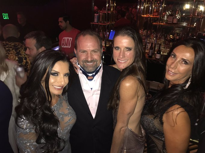 1 pic. Great fun at @avnawards last night! So fun seeing all the sexy peeps @AVNMediaNetwork @SwingpartyLa