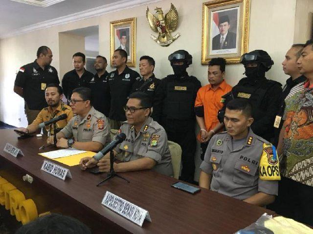 Tersangka Pembunuhan Keluarga di Bekasi Terancam Hukuman Mati https://t.co/peZbrDAZ9M https://t.co/JuyJrdOZT6