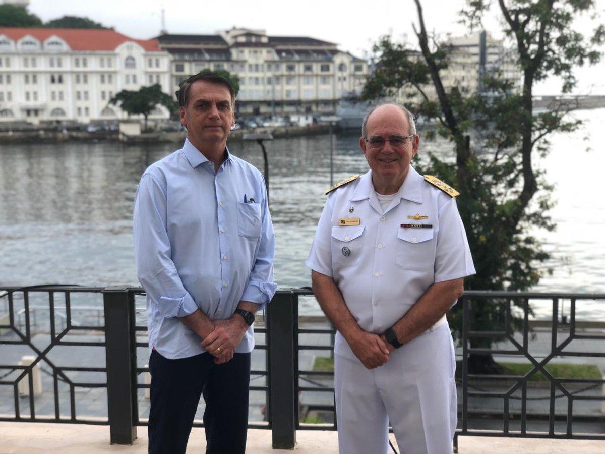 Com dois ministros militares, Bolsonaro sonda comandantes das Forças Armadas https://t.co/FY2WKIZ8kM