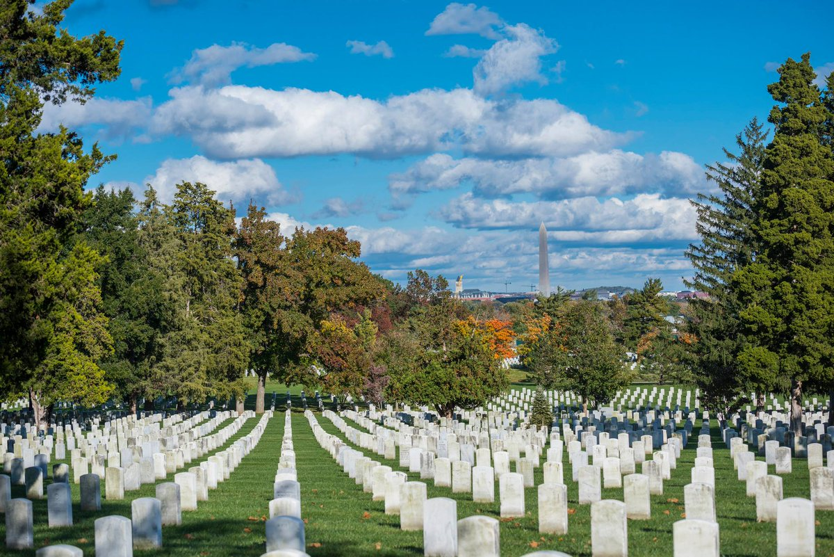 #HappyThanksgiving! Were thankful for our military serving around the world, and the service and sacrifice of the more than 400,000 veterans and family members who rest here. #HonorThem (@USArmy photo by Elizabeth Fraser, Arlington National Cemetery)