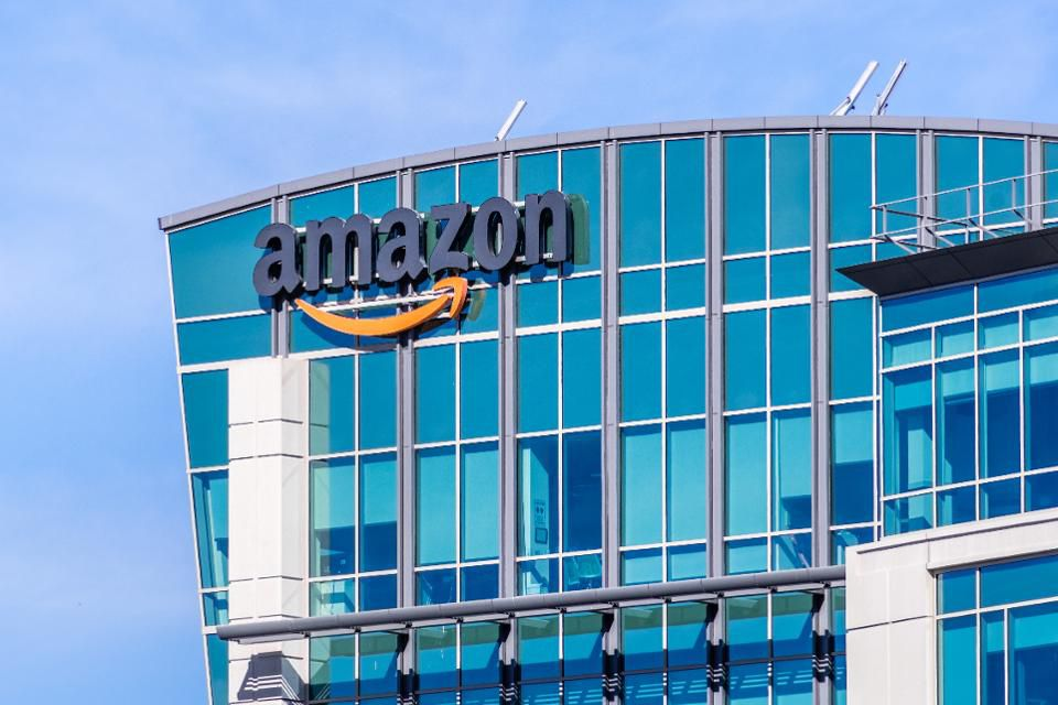 Jeff Bezos says that Amazon will eventually fail. Is that time near? https://t.co/79thTYKLIA https://t.co/2vr8RwDOba