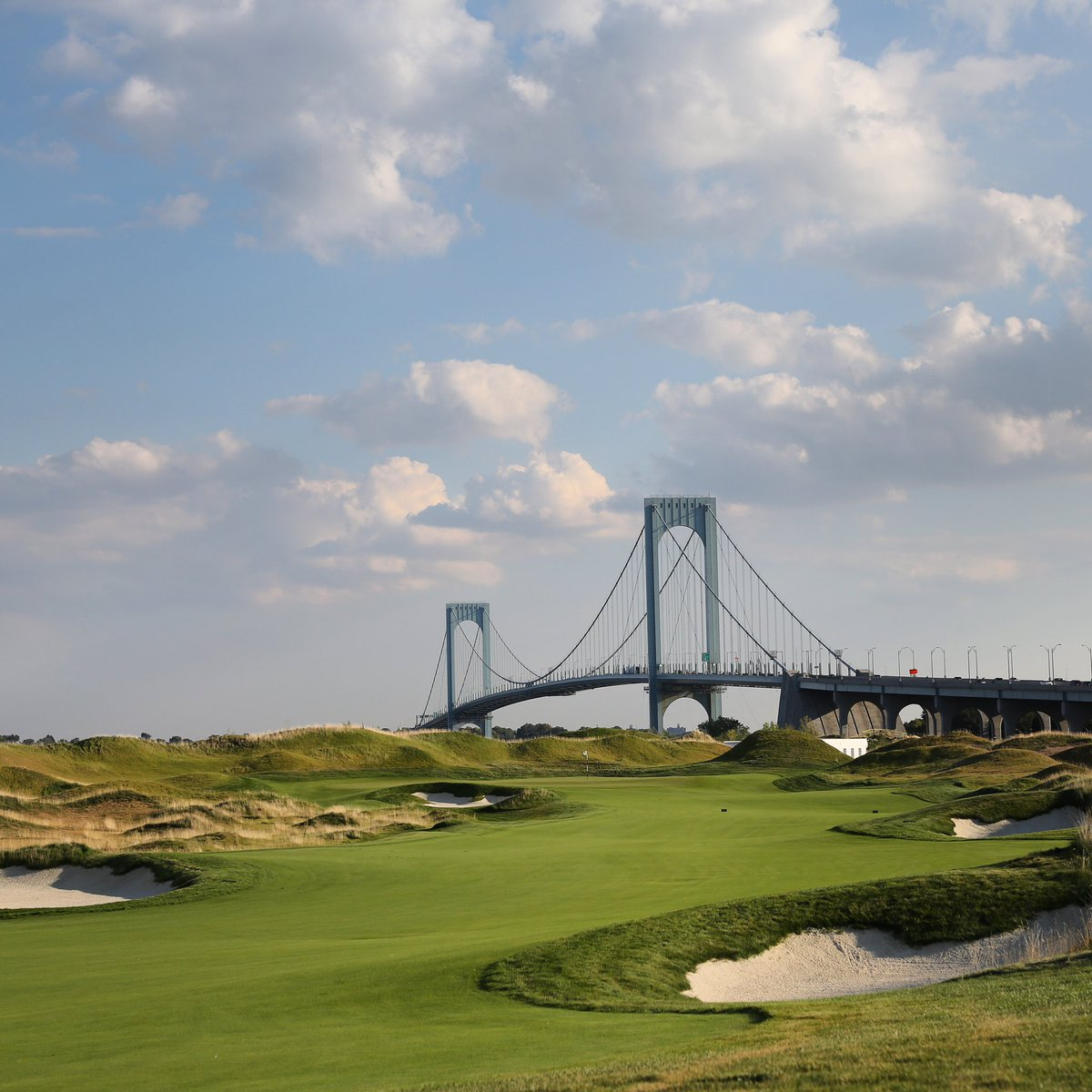 Before your drive splits the strategically placed fairway bunkers on Hole 9, take in the great view of the Whitestone Bridge and hit a mid iron into its tricky green ⛳️ #FairwayFriday