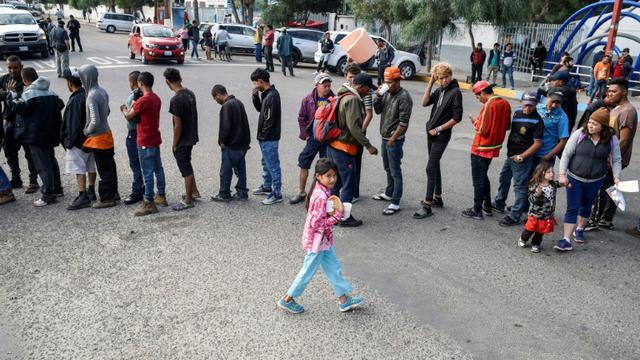 Mexique : plus de 2.000 migrants sont arrivés à Tijuana à la frontière américaine bit.ly/2FAWPgu