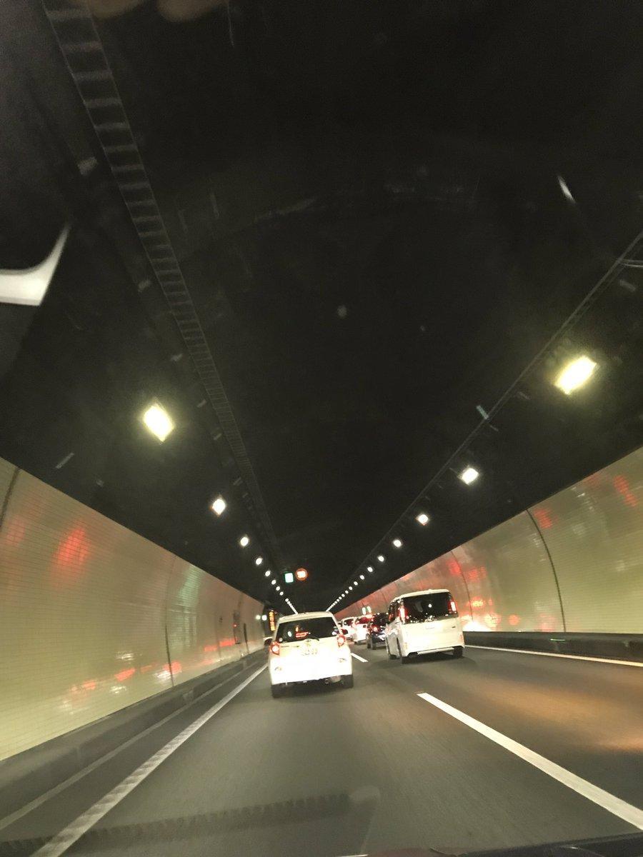 上信越道のトンネルで玉突き事故の現場画像