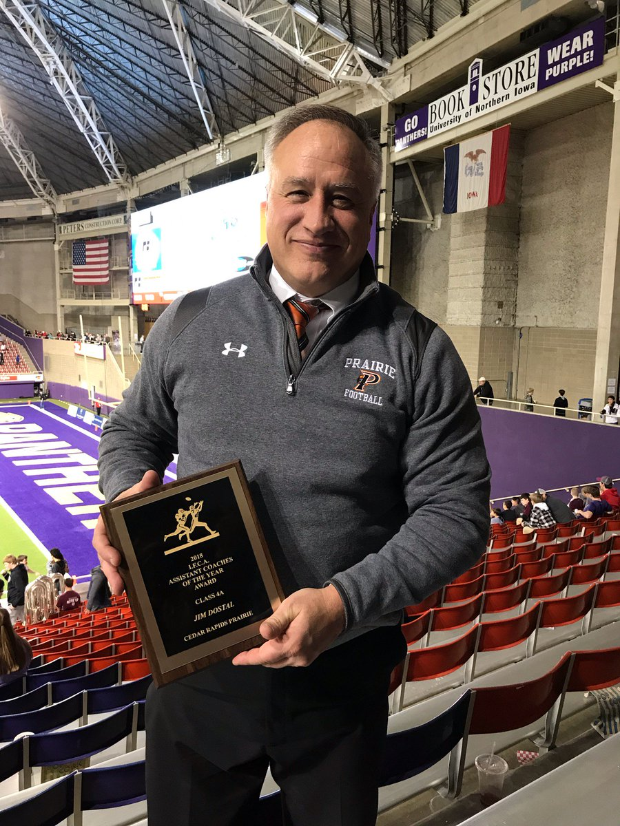 A big congratulations to Jim Dostal. He&#39;s an excellent football coach and mentor to our players and coaches! Tonight he received assistant coach of the year! Well deserved. <br>http://pic.twitter.com/SjRJD0GxKa