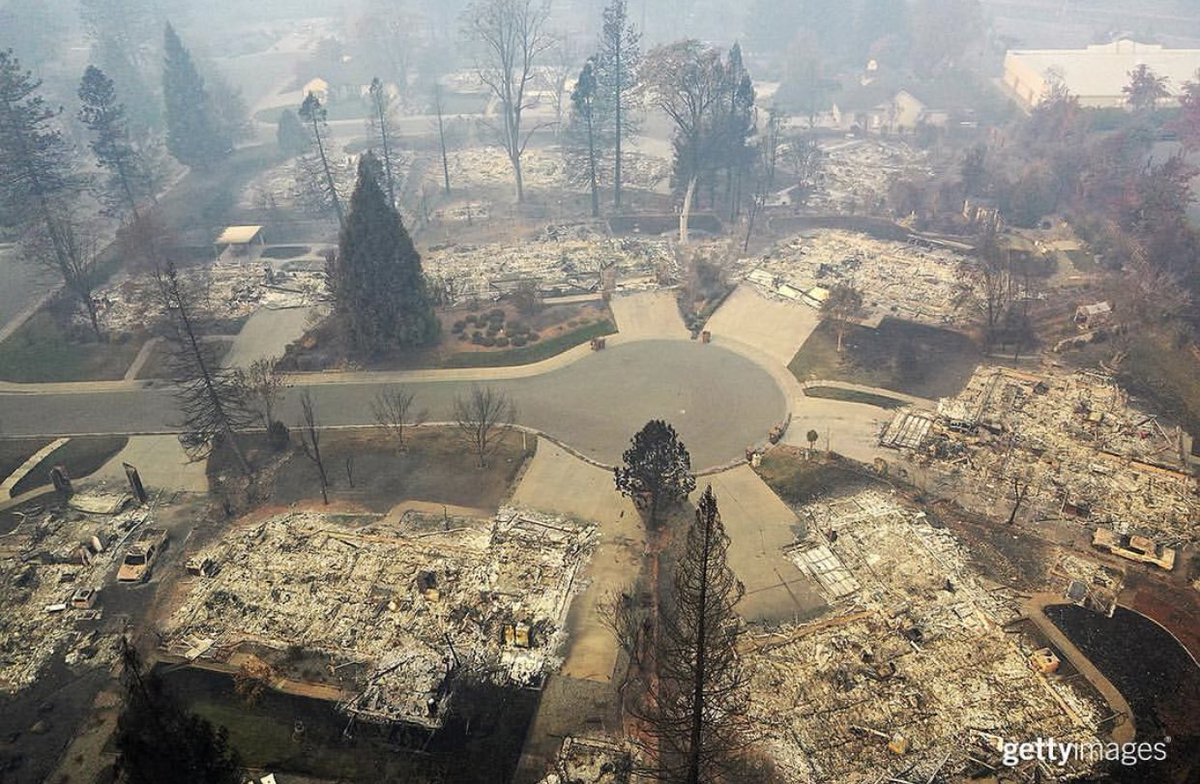 More aerial photos from #CampFire, this time from @sullyfoto (via @GettyImagesNews) #CaliforniaWildfires